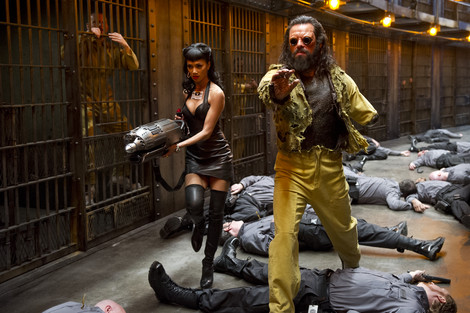 Nicole Sherzinger and Jemaine Clement in Men in Black 3