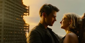 Theo James and Shailene Woodley in THE DIVERGENT SERIES: ALLEGIANT - PART 1