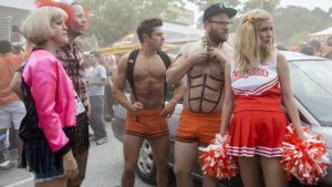 Carla Gallo, Ike Barinholtz, Zac Efron, Seth Rogen, and Rose Byrne in NEIGHBORS 2