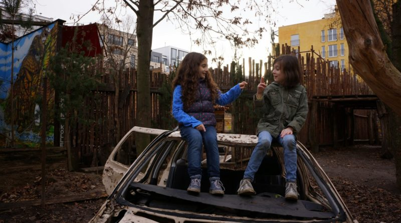 Two girls imagine a trip to an adventure playground in the short documentary-narrative hybrid Imagine Kolle 37.