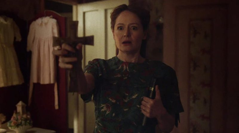 Miranda Otto tries to scare off demons in ANNABELLE CREATION.